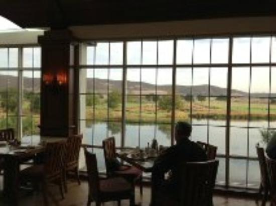 Barona Valley Ranch Resort & Casino: Sage Cafe-glass patio area