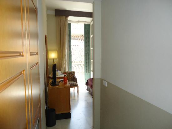 Atarazanas Malaga Boutique Hotel: Entrance to rm 309