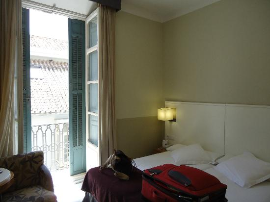 Atarazanas Malaga Boutique Hotel: Small efficient great room #309