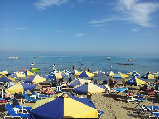 Koni Village: stalis beach