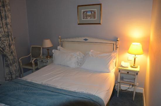 Hotel Madeleine Plaza: Lit chambre double