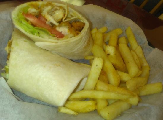 Trade Street Cafe: Chcken wrap w/fries