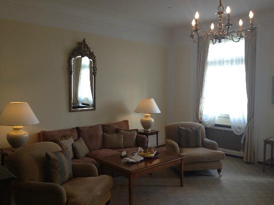 Fairmont Hotel Vier Jahreszeiten: Elegant lakefront suite