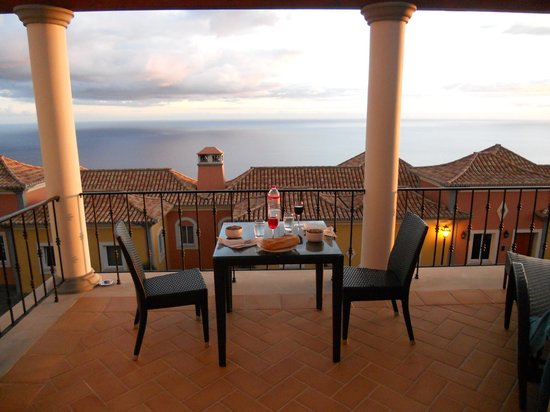 Palheiro Village: relaxing dinner with a view