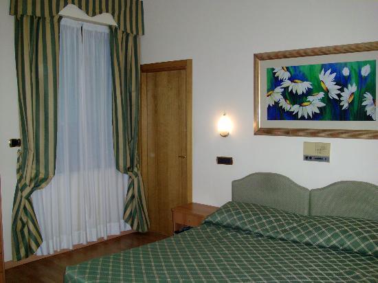 Hotel Villa Luca: camera