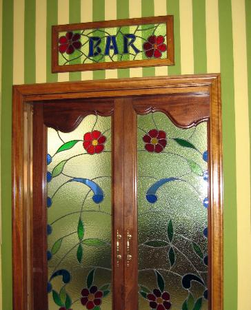 Regencia Colon Hotel: Beautiful bar entrance