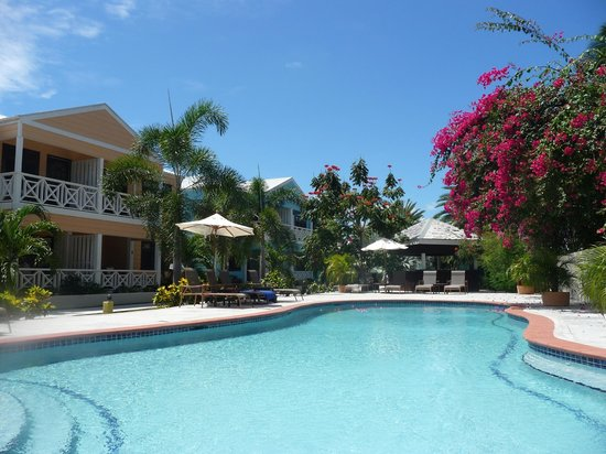 Buccaneer Beach Club: pool and garden