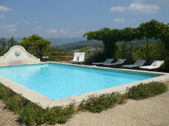 Le Mas Jorel: a pool with a view