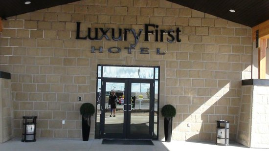 Luxury First Hotel: MAIN ENTRANCE TO THE HOTEL
