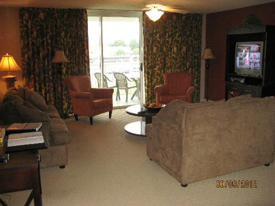Barefoot Resort Yacht Club: The living room area of complex 2 condo 103