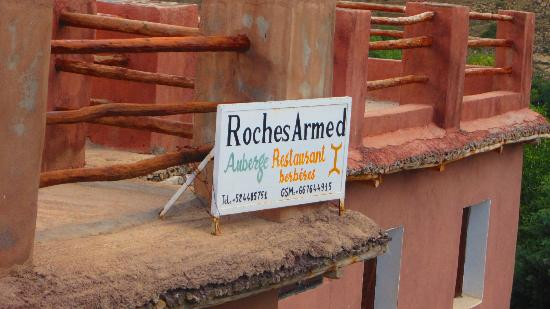‪‪Roches Armed‬: Les Roches Armed