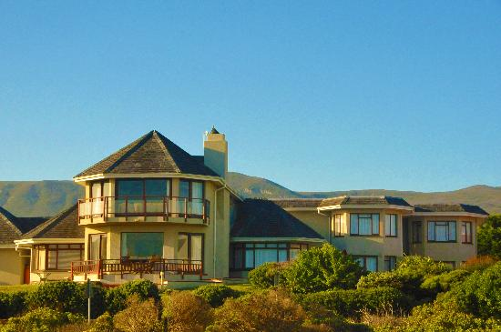 Sandbaai Country House: View from the sea