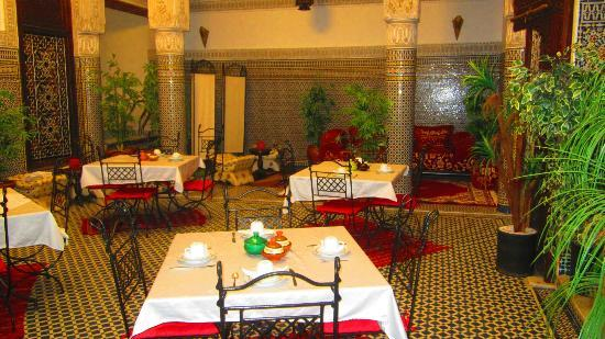Riad Youssef: Salle à manger