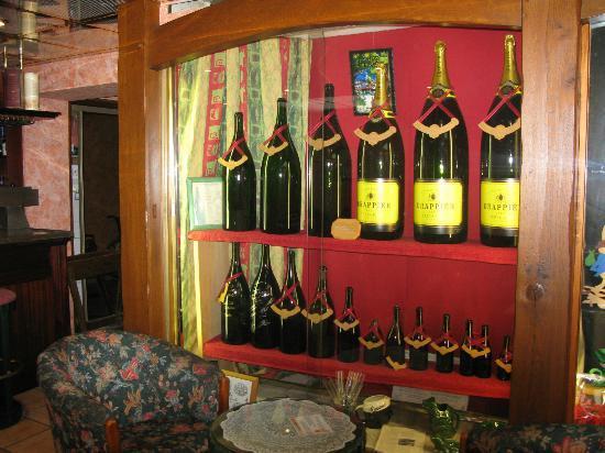Auberge Champenoise : collection de Bouteille à a Reception