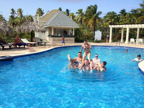 جراند بايا برينسيب إلبورتلو - شامل جميع الخدمات: Pool fun 