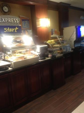 Holiday Inn Express Hotel & Suites Chambersburg: continental breakfast