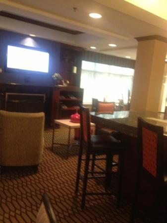 Holiday Inn Express Hotel & Suites Chambersburg: lobby and lounge area