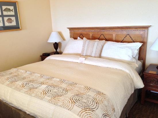Beach House at Half Moon Bay: Room 106 King bed