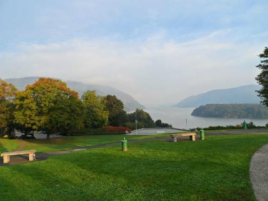 United States Military Academy Visitor Center: A spectacular view of the Hudson River