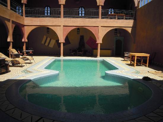 Guest House Merzouga : The beautiful swimming pool