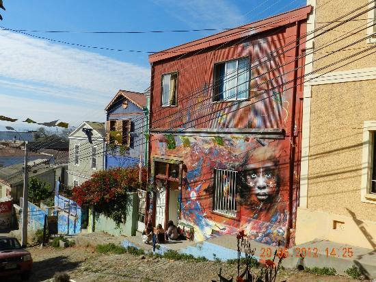เซอร์โซกองเซ็ปซิอง: Calle con murales en Cerro Alegre - Concepcion
