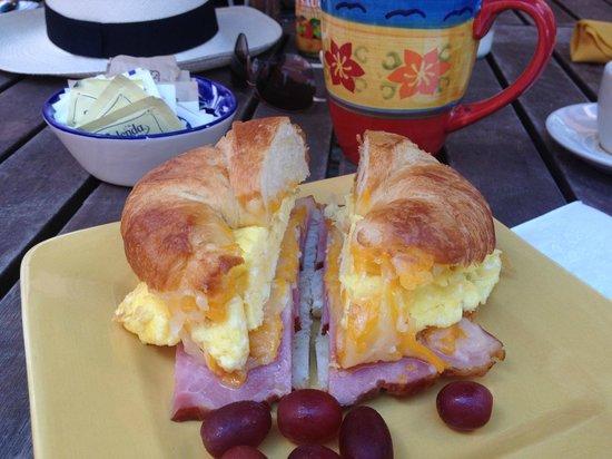 Cafe Fresco : Delicious croissant breakfast sandwich!