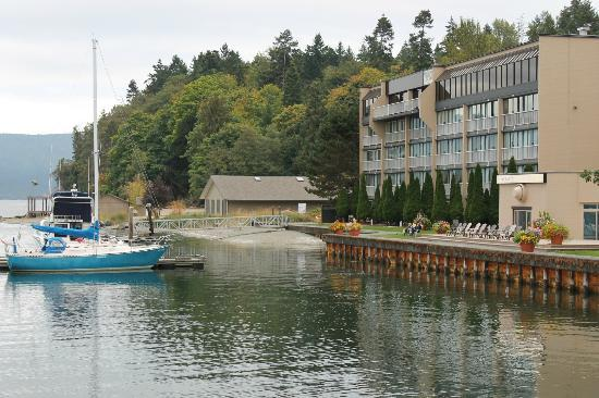 Oceanfront Suites at Cowichan Bay: The rooms overlook the water.
