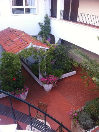 Ninays: Petite terrasse au deuxième étage