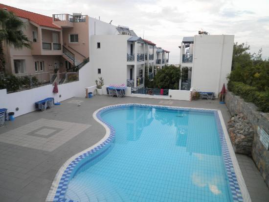 Mika Villas: pool