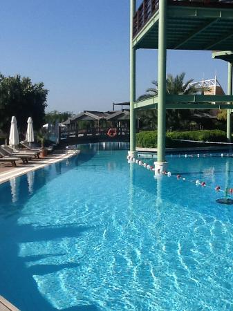 Limak Lara De Luxe Hotel&Resort: Breakfast terrace above the pool