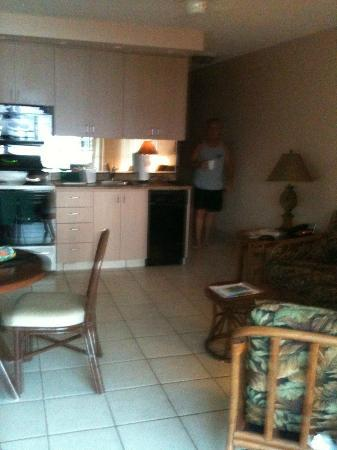 The Kuleana Resort: looking from the lanai into the room, small but just right for the 2 of us.