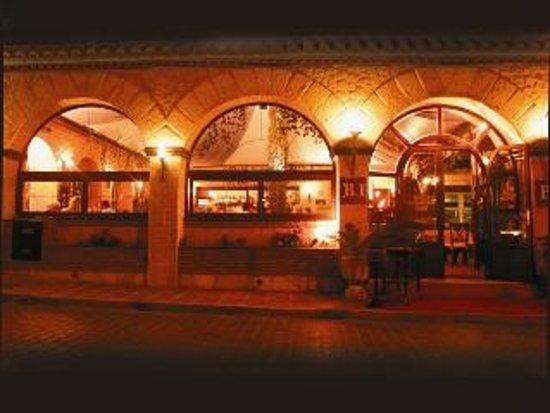 La Braseria Iberica at Hotel Los Arcos: fachada entrada a restaurante