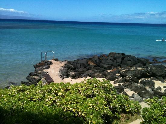 The Kuleana Resort : This is an area of the beach where you can climb down/up a latter to enter the ocean