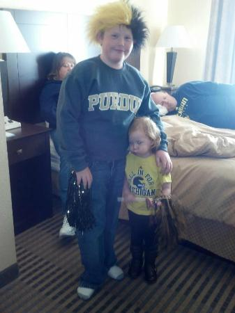 Comfort Suites: Getting ready for the game! The room was comfortable and plenty big for the whole family!
