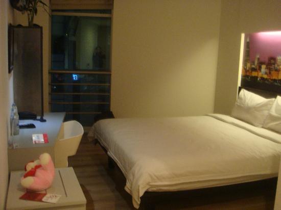 Smart Hotel: bedroom1