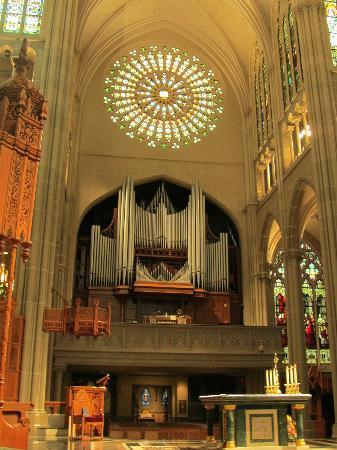 Cathedral Basilica of the Assumption: Pipe organ