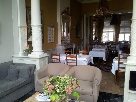 Hotel Ter Duinen: Blick vom Wintergarten in den Frühstücksraum