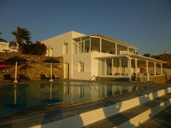 Alkyon Hotel: Main Building and Pool