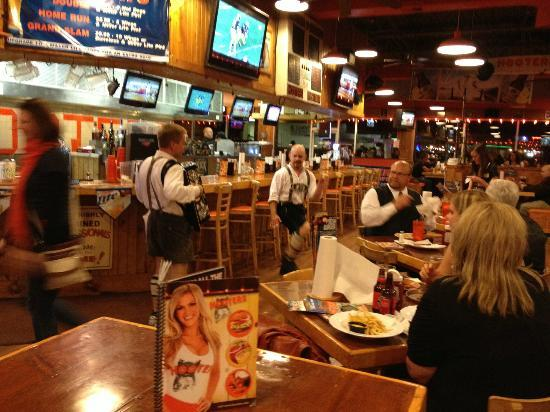 hooters michigan locations