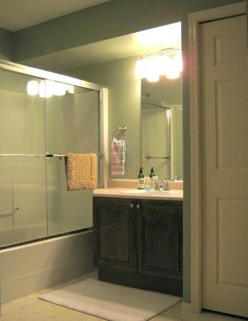 Dockside Bed & Breakfast : Bathroom