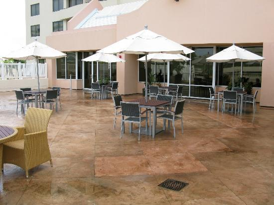 Embassy Suites by Hilton Tampa - Airport/Westshore: The pool deck area
