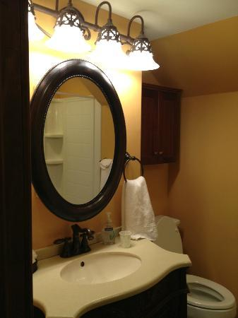 1840 Inn on the Main Bed and Breakfast: Vanity