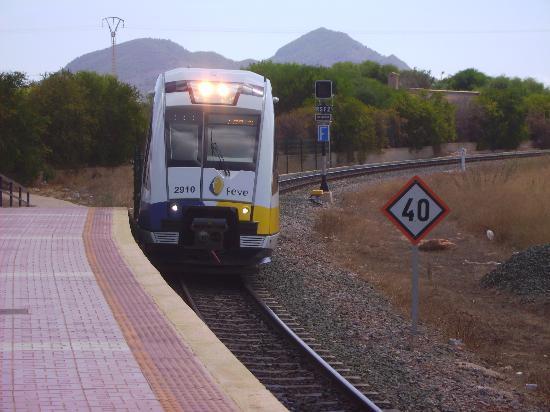 Playa de Los Nietos: The train arriving at Los Nietos Station