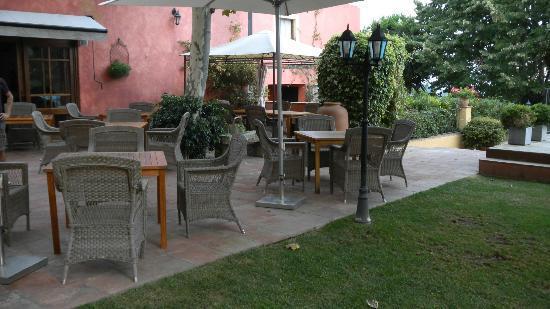 Hotel Mas de Baix: Breakfast area in veranda
