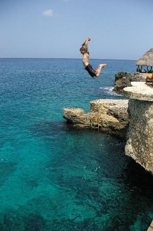 Tensing Pen Resort: Cliff jumping on the property