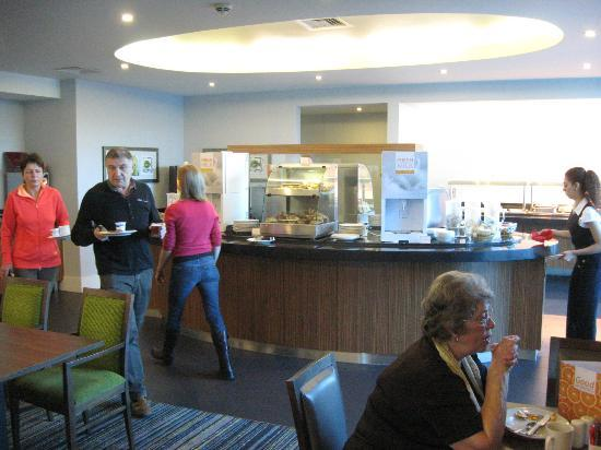 Holiday Inn Express London - Heathrow T5: Breakfast