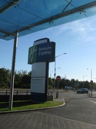 Holiday Inn Express London - Heathrow T5: Arrival