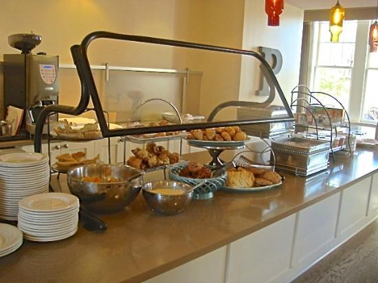 Hotel Parq Central: Breakfast counter