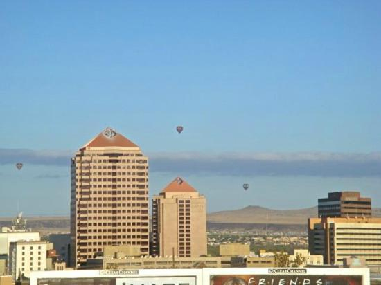 Hotel Parq Central: Morning view of Albuquerque from our room