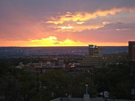 Hotel Parq Central: Albuquerque's sunset from our room